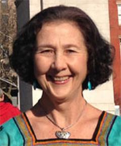 Brunet-woman-green-dress-smiling